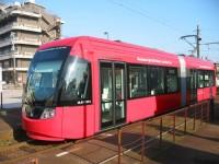 万葉線 赤色のアイトラム(路面電車)