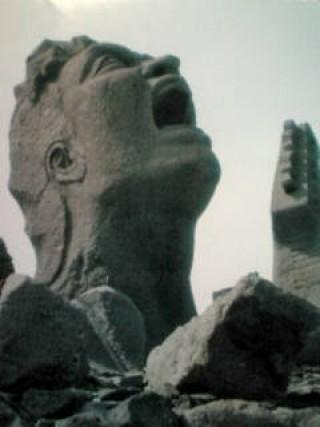 赤水展望広場「叫びの肖像」の写真