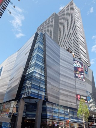 新宿東宝ビル(新宿コマ劇場跡地)の写真